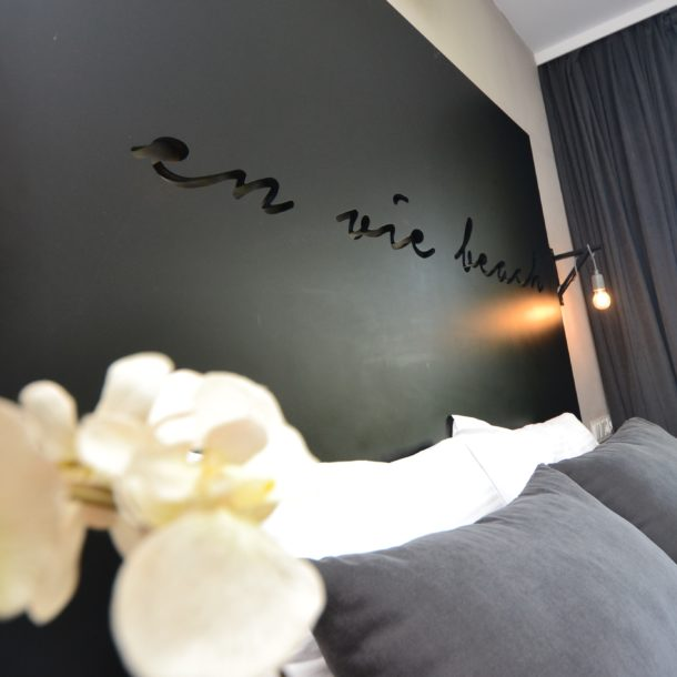 boutique hotel room kingroom bed hotelbed headboard enviebeach alanya