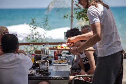 lunch champagnelunch restaurant waiter serving guests beachlounge lounge beach sea holiday alanya