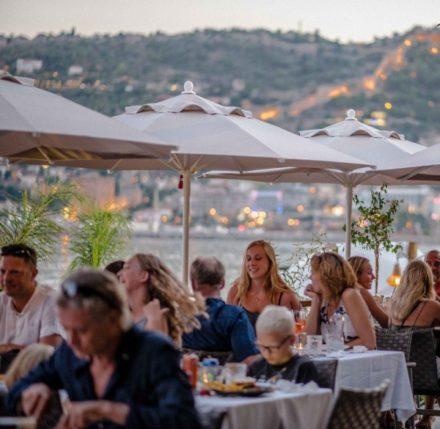 restaurant dining beach view