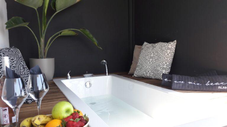 bathtub spa fruit wine pillow beach towel palm tree suite balcony