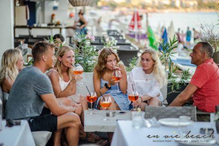 lounge restaurant cocktails cocktailhour precocktail drinks predinnerdrinks summer holiday
