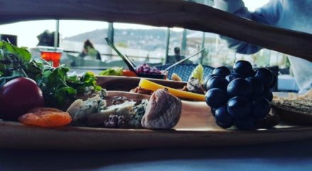 Cheeseplate fruit grapes driedfruit charcuterie restaurant alanya