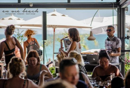 restaurant party champagnelunch event dj dancers trumpeteer music brunch beachclub people eating sea beach