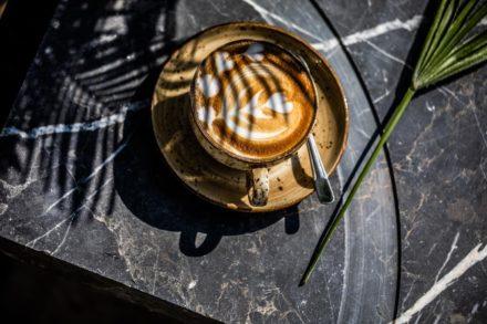 Coffee cappucino caffelatte palmleaf marbletable cup