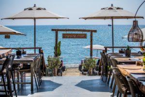 restaurant beachclub beach sea table setting umbrellas sunbeds holiday alanya enviebeach