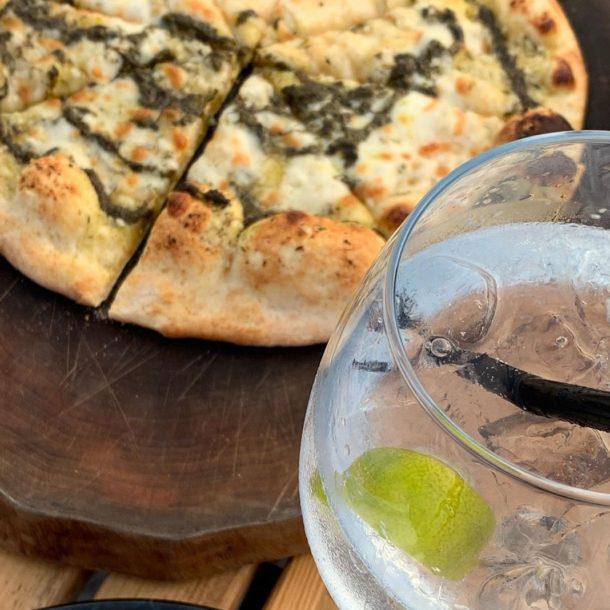 garlic bread gin toinic restaurant bon apetit