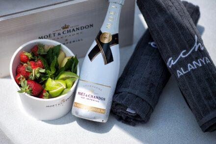 cabana, beach lounge, beach club, beach alanya, alanya beach hotel, en vie beach, champagne, moet