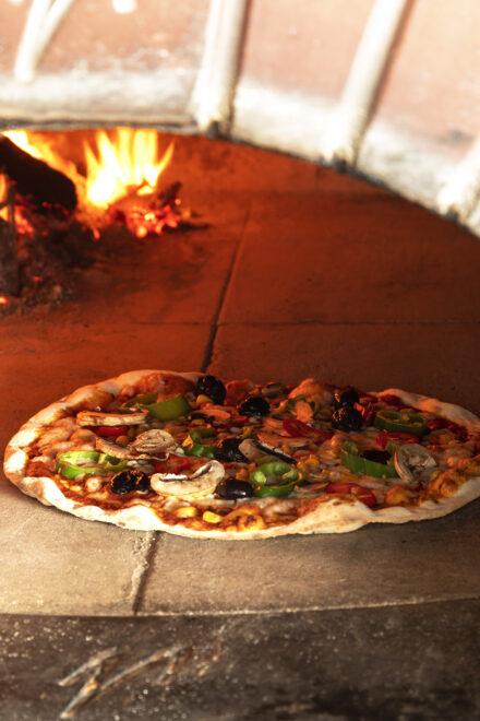 pizza, homemade italian pizza, wood oven pizza, italian wood oven, restaurant, En Vie Beach